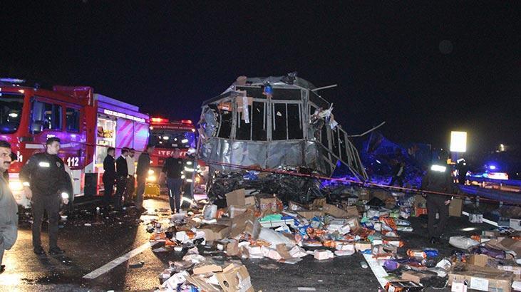 Son dakika | Düzce'de otobüs ile TIR çarpıştı: Çok sayıda ölü ve yaralı var