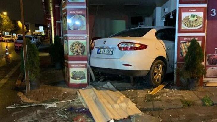 Otomobil lokantaya daldı! Ortalık savaş alanına döndü