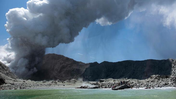 Yeni Zelanda'da yanardağ patladı! Ölü ve yaralılar var
