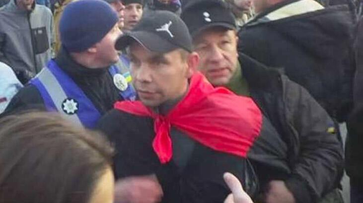 Eski Ukrayna Devlet Başkanı Poroşenko'ya yumurtalı saldırı