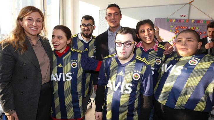 Fenerbahçe'de Ali Koç ve futbolculardan anlamlı ziyaret