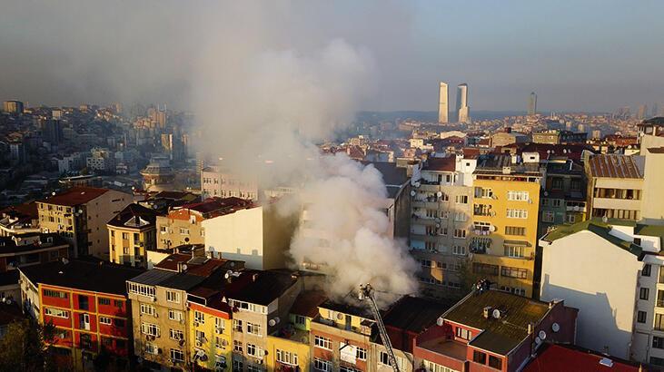 Çağlayan'da 4 katlı binanın çatısında yangın