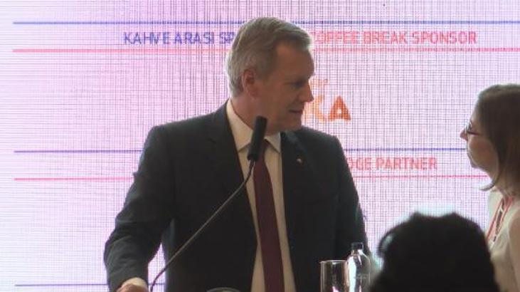 TÜSİAD'ın konferansında çeviri krizi! Kürsüden indi