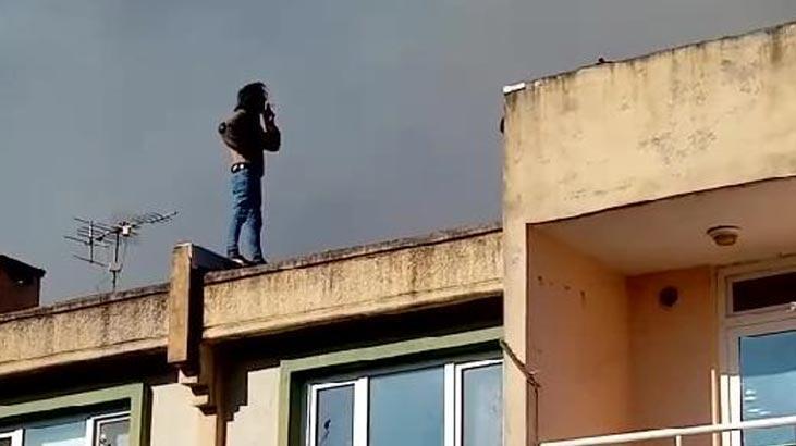 Çatıdaki yangın söndürülürken böyle izledi!