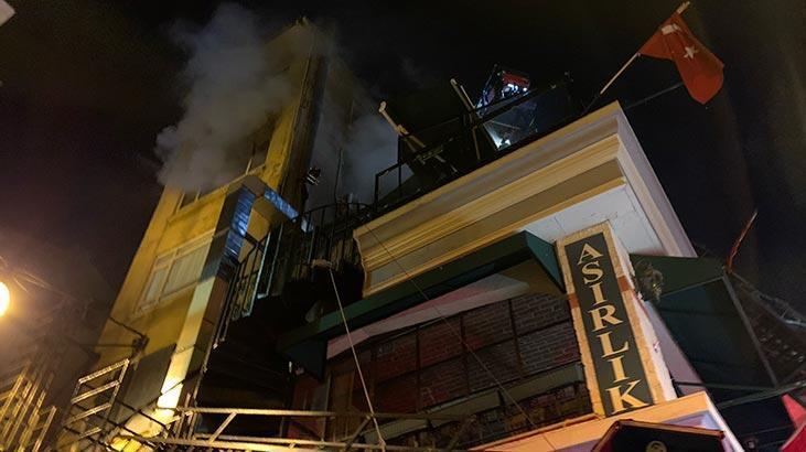 Kadıköy'de iş yeri yangını! Kullanılamaz hale geldi