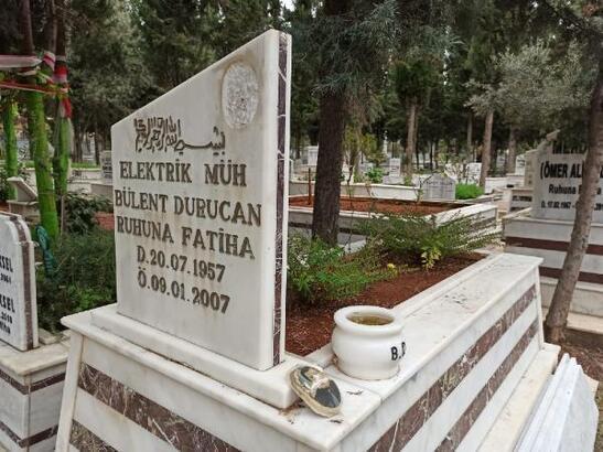 Mersin'de mezar taşındaki mermer fotoğrafları kırdılar