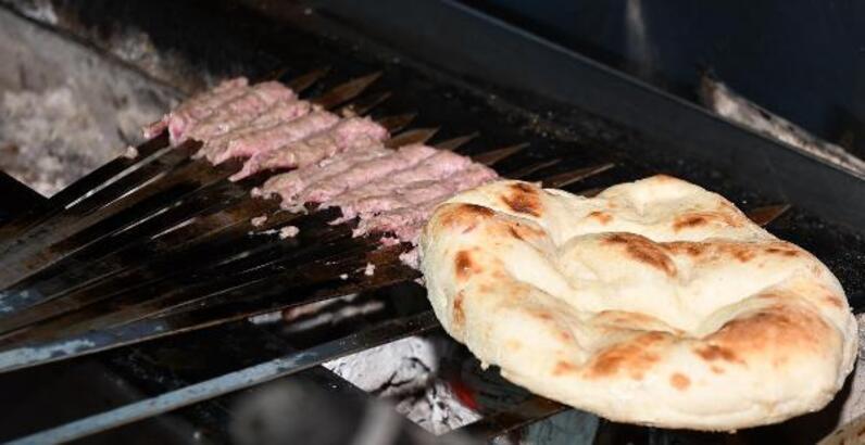 Şiş Kebabı nasıl yapılır? Şiş kebabı tarifi...