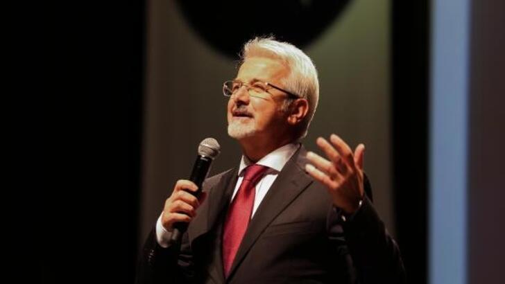 Nilüfer'de Başkan Erdem, sahneye çıkarak şarkı seslendirdi