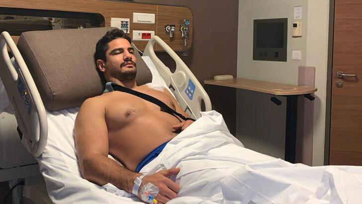 Milli güreşçi Taha Akgül, sol omzundan ameliyat edildi