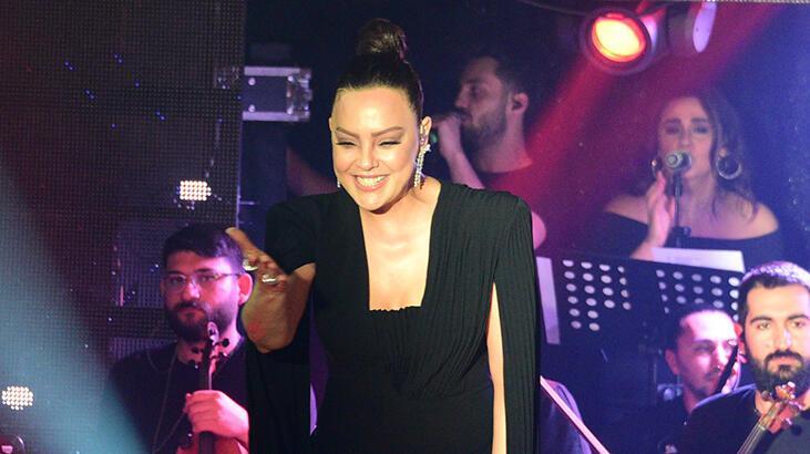 Ebru Gündeş konserlerine olan ilgiye teşekkür etti