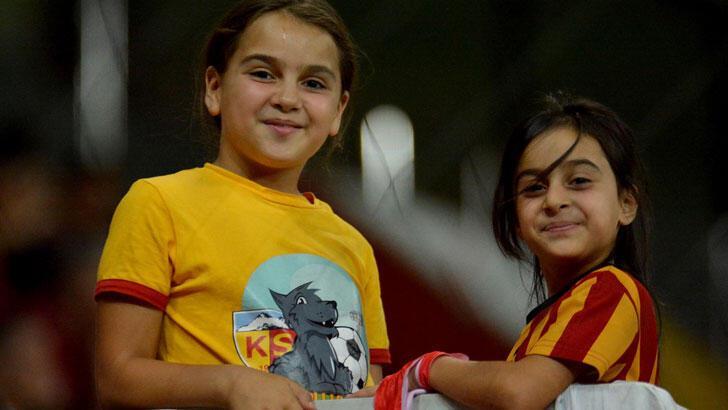 Minik Sudenaz, Kayserispor'un hiçbir maçını kaçırmıyor