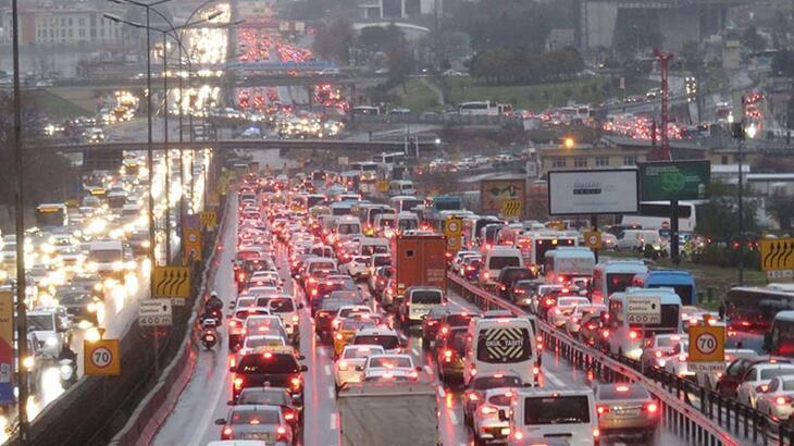 Son dakika... İstanbul'u fırtına vurdu! Seferler iptal edildi, trafik felç