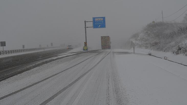 Tekirdağ - Çanakkale yolu karla kaplandı