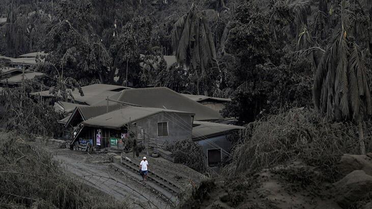 Filipinler'deki Taal Yanardağı lav ve kül püskürtmeye devam ediyor