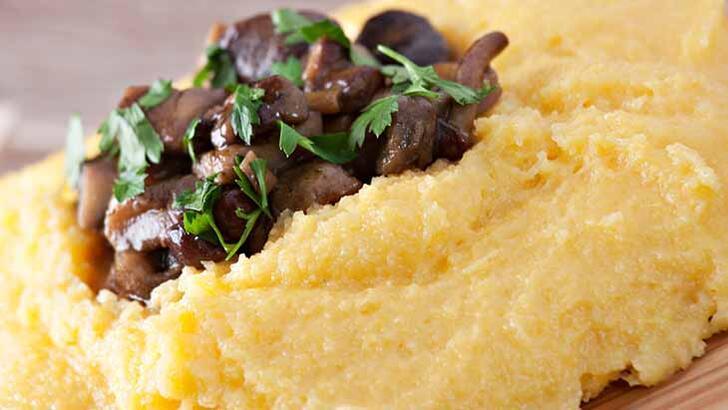 Aklınızdan asla çıkmayacak: Kavrulmuş mantarlı ve pastırmalı polenta