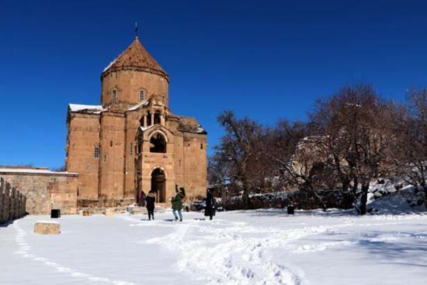Akdamar'da kış güzelliği