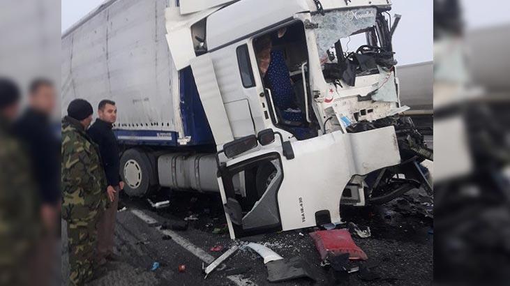Konya'da feci kaza! İki TIR çarpıştı