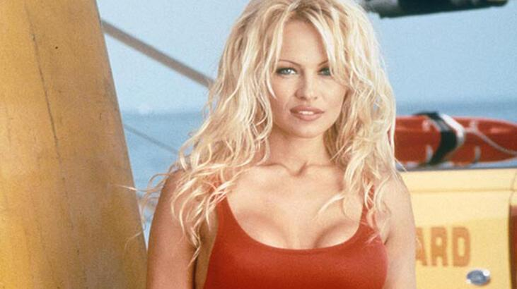 Pamela Anderson ile Jon Peters evlendi