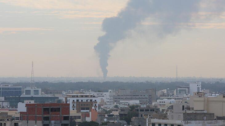Son dakika... Hafter güçleri Trablus havalimanını vurdu!