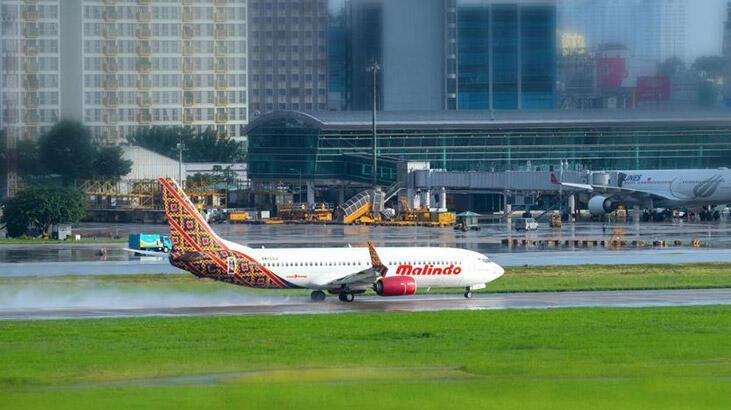 Malezya'da Malindo Hava Yolları uçağının motoru yandı