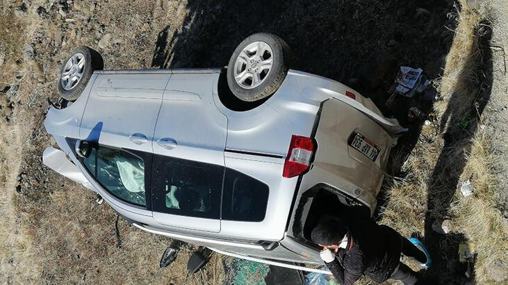 Bingöl'de otomobil takla attı: 4 yaralı