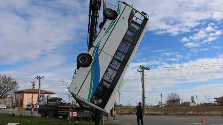 Adıyaman'da feci kaza! Otomobil, midibüse çarptı