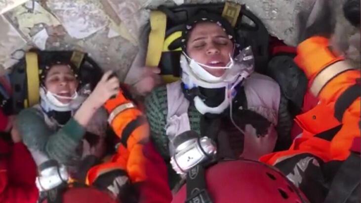 Elazığ'da enkazdan çıkarılan annenin feryadı: Çocuklarım çelik kapının altında kaldı, onları kurtarın!