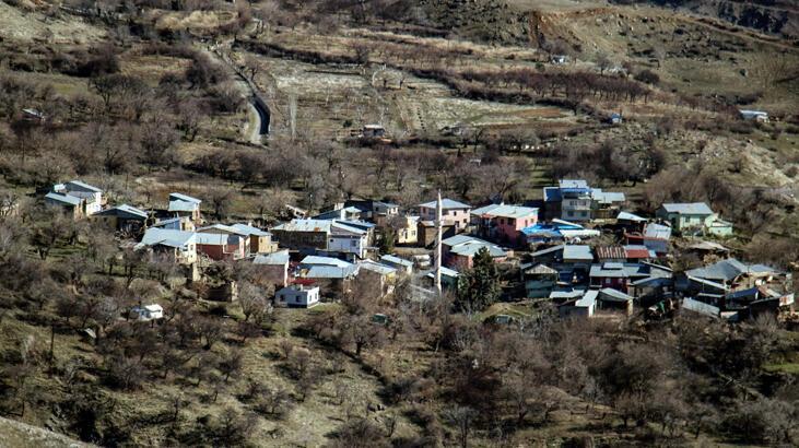 Elazığ'da 6,8 büyüklüğünde depremde o köydeki evlerin tamamı etkilendi