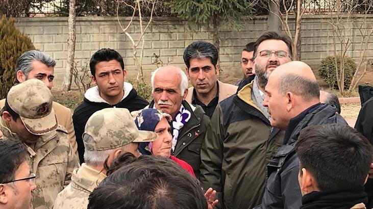 Evlat nöbeti tutan annelerden Elazığ'daki depremzedelere ziyaret
