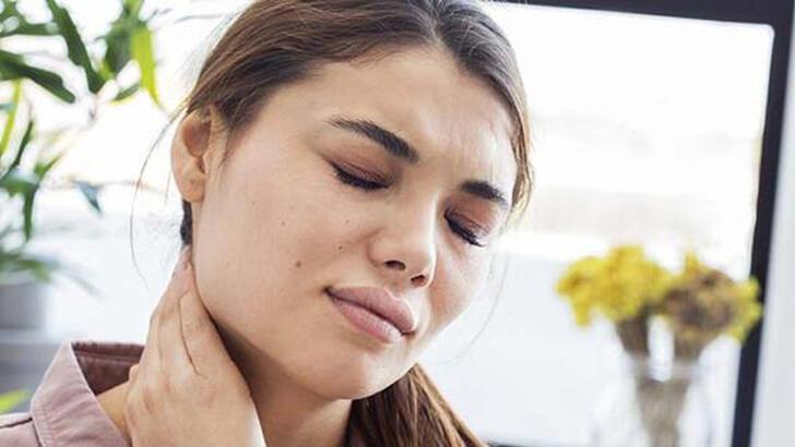 Boyun fıtığı nedir, belirtileri nelerdir? Boyun fıtığı neden olur ve ağrısı nasıl geçer?