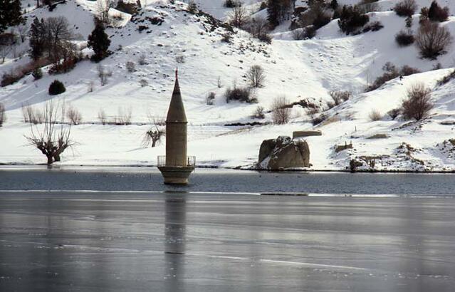 Sivas'ta yüzey buz tuttu