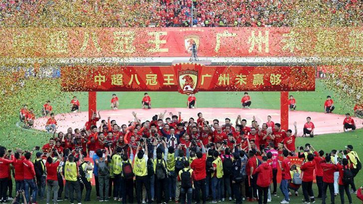 Çin'de koronavirüs futbolu da vurdu! Ligler süresiz ertelendi