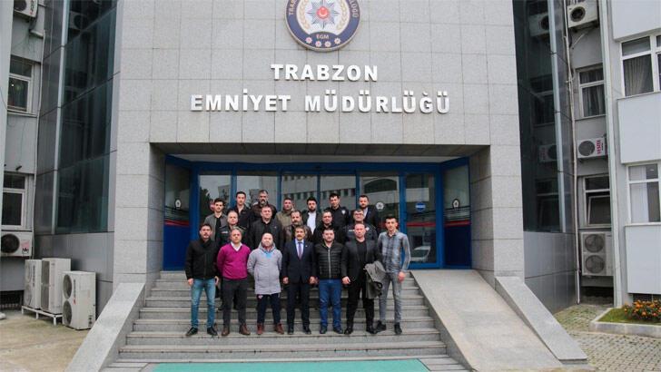 Trabzon Emniyet Müdürü Metin Alper, taraftarlarla bir araya geldi