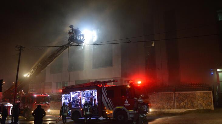 İstanbul'da dört katlı bir tekstil fabrikasında yangın!