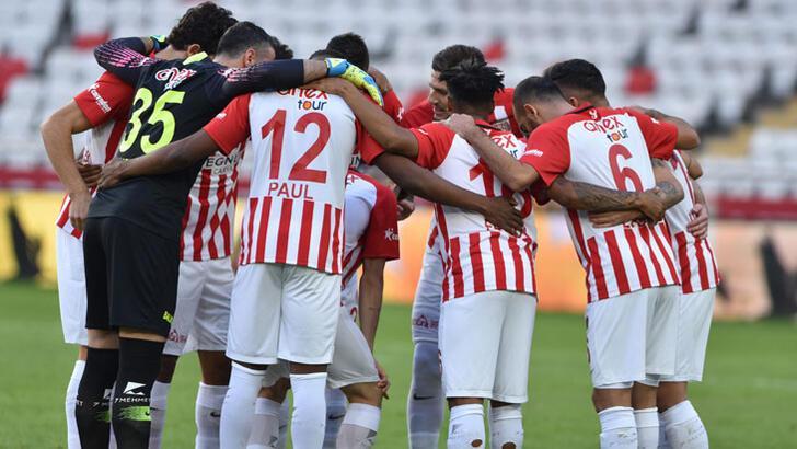 Antalyaspor'da 3 oyuncu kiralık olarak gitti