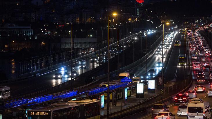 Son dakika! Tatil bitti, İstanbul'da trafik kilit