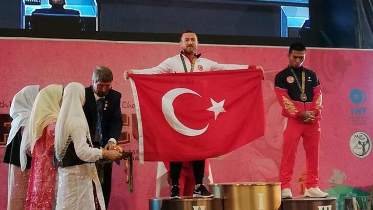 Milli halterci Bünyamin Sezer'den 1 gümüş, 2 bronz madalya