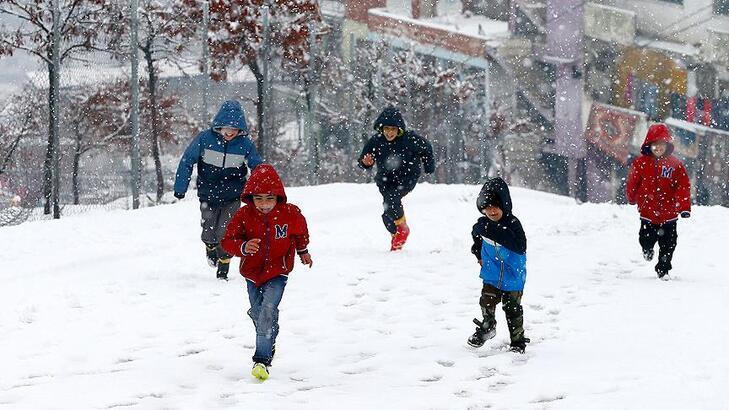 İstanbul'da yarın (7 Şubat) okullar tatil mi? Valilikte açıklama var mı?
