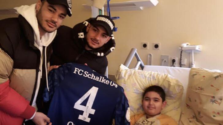 Ozan Kabak ve Ahmed Kutucu'dan lösemi hastasına ziyaret