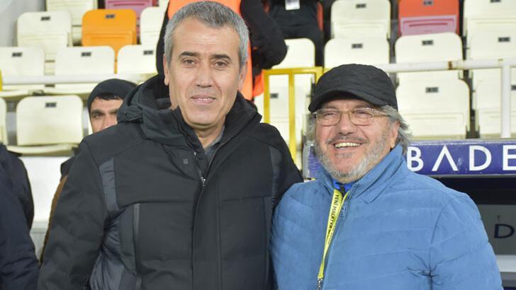 """Mustafa Reşit Akçay: """"Ligde kalacağımızı  düşünüyoruz"""""""