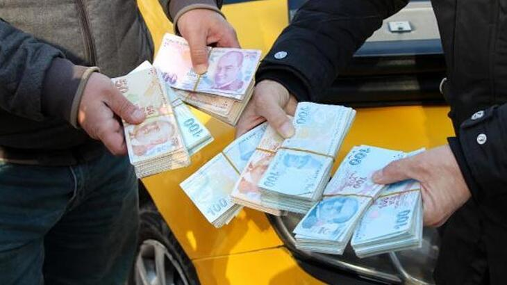 Taksisinde unutulan 70 bin lirayı sahibine teslim etti!