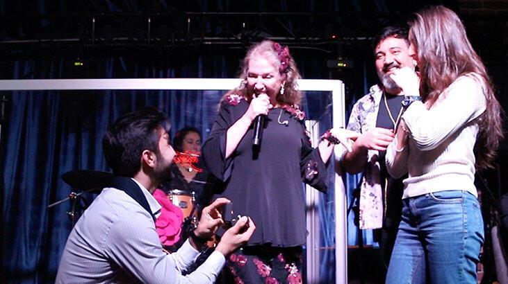 Suzan Kardeş konserinde evlilik teklifi