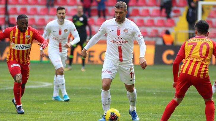 Antalyaspor'da Podolski göz doldurdu
