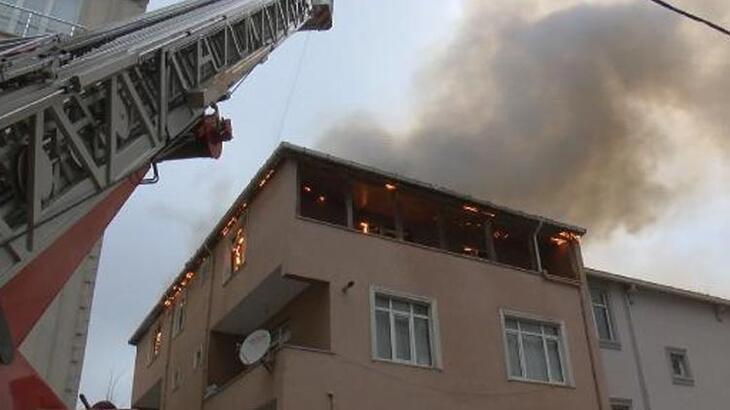 Çatı katı alev alev yandı! Müdahale sürüyor