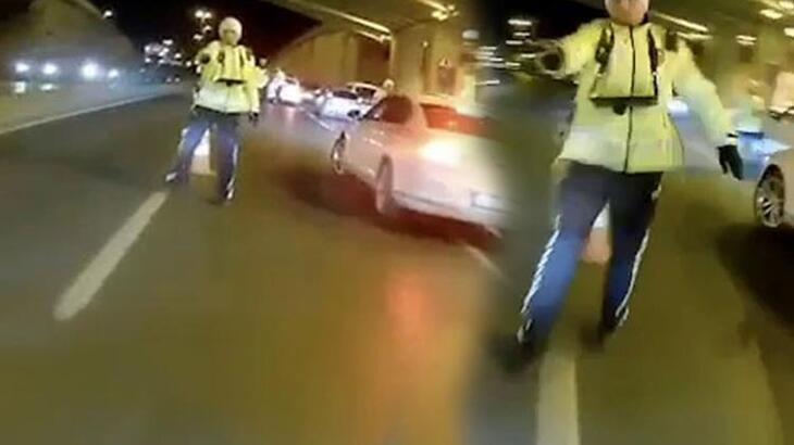 Dehşet anları! Motosikletli, polisin üzerine sürüp kaçtı