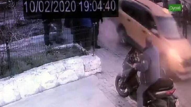 Taksici aracını tamircinin üzerine sürdü!