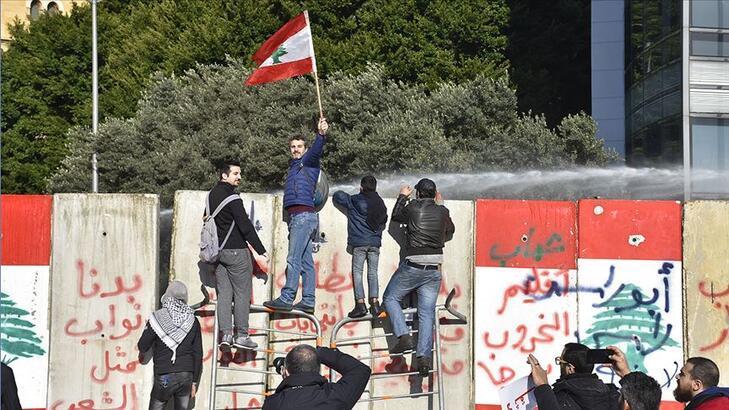 Yeni hükümetinin güven oylaması, protestoların gölgesinde başladı!