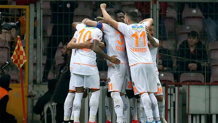 Alanyaspor'dan Galatasaray ve Fenerbahçe göndermeli paylaşım