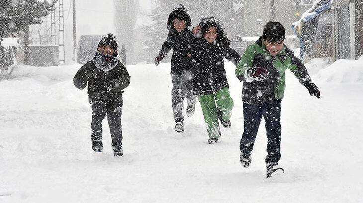 Yarın okullar tatil mi? (14 Şubat) Hangi illerde Cuma günü eğitime ara verildi? Resmi kar engeli açıklaması