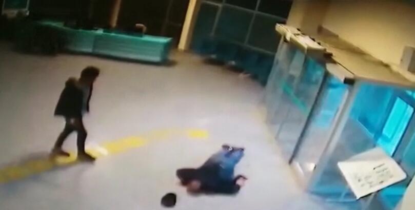 Korkunç cinayet anı kamerada